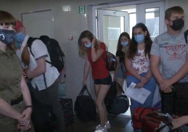 юные медики, скриншот из видео