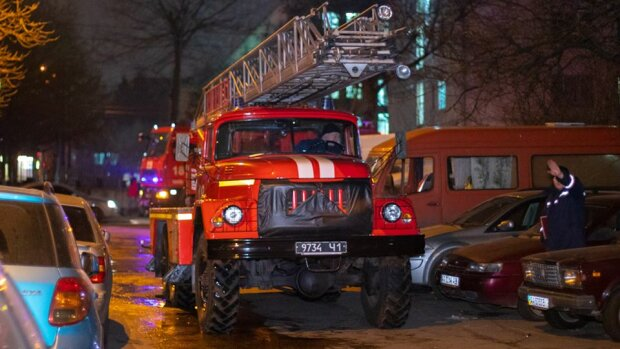 Київ у вогні: потужне полум'я охопило два будинки зі сплячими людьми, вижили не всі
