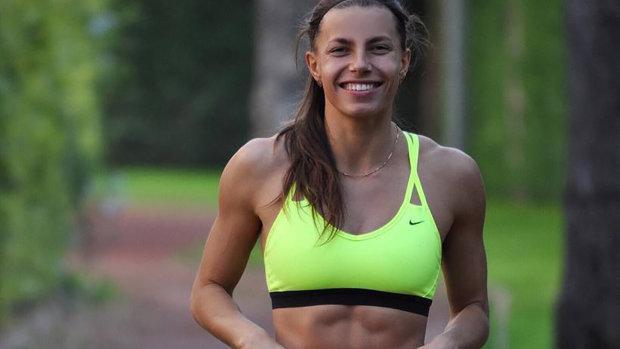 Українська легкоатлетка оголилася на дикому пляжі: фото