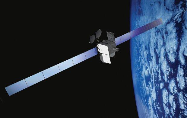 спутник Spaceway-1 на орбите Земли