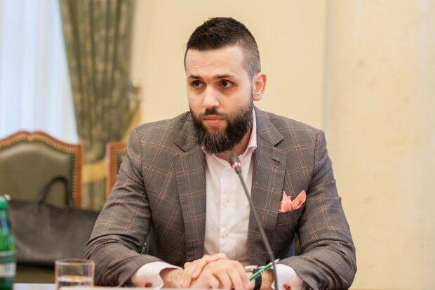 Максим Нефедов, Кордон