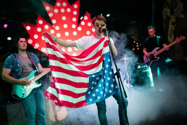 Американський футбол і чирлідери! У Києві пройшла зіркова вечірка в американському стилі
