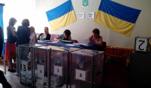 Вибори в Чернігові: «Опора» повідомляє про фотографування бюлетенів