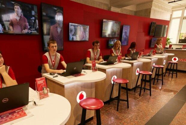 """Украинцы пожаловались на """"схему"""" Vodafone: деньги со счета исчезают автоматически"""