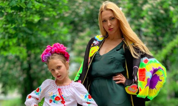 """Полякова очаровала младшей дочкой-моделью на пляже: """"Копия папы!"""""""