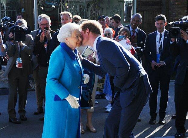 Елизавета II и принц Гарри, фото: GettyImages
