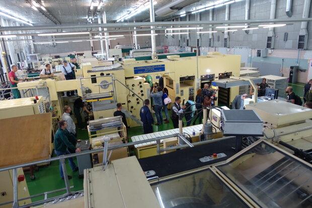 Кошельки украинцев пополнятся новенькими купюрами в 50 и 200 гривен: фото