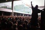 Протестуючі влаштували масштабний бунт в аеропорту: зіткнення з копами неминуче, фото і відео