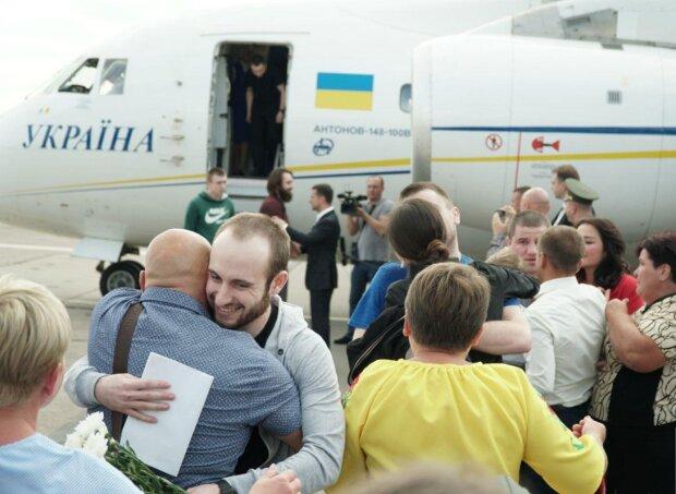 """К освобожденному из лап Путина одесскому моряку нагрянули неожиданные гости: """"Сначала не поверил"""", - фото"""