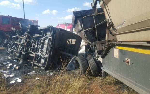 Школьный автобус попал в ДТП: погибли десятки детей