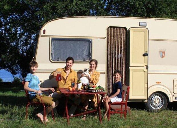 """Семья живет в доме на колесах, фото """"Инстаграм"""""""