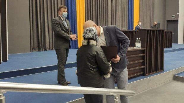 """В Тернополе родные погибших ветеранов АТО получили квартиры: """"Шесть лет борьбы и унижения"""""""