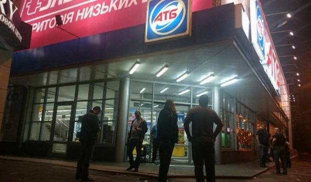 У Харкові чоловік відкрив вогонь у супермаркеті (відео)