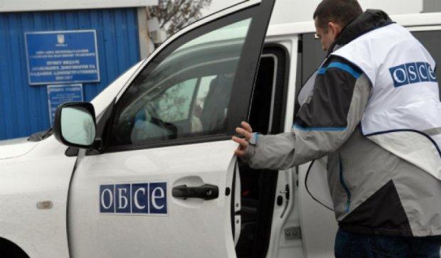 У авто місії ОБСЄ кинули снаряд