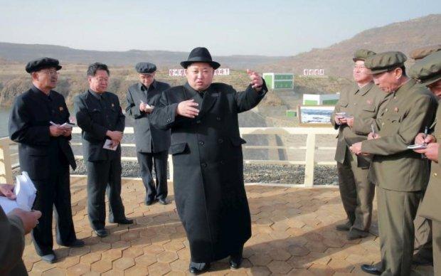 Человеческая многоножка Ким Чен Ына разрывает интернет: видео