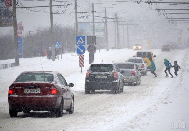 В Киеве объявили желтый уровень опасности: что это значит для водителей и пешеходов