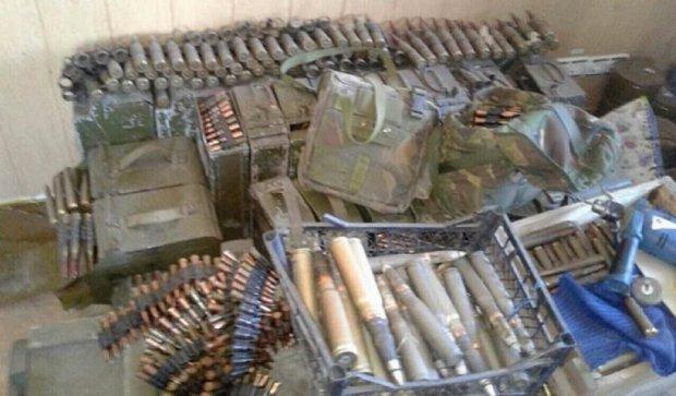 СБУ затримала військових з арсеналом зброї (фото)