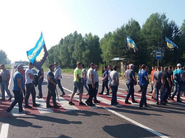Львовщину заполонили тысячи разъяренных горожан: что требуют люди в погонах