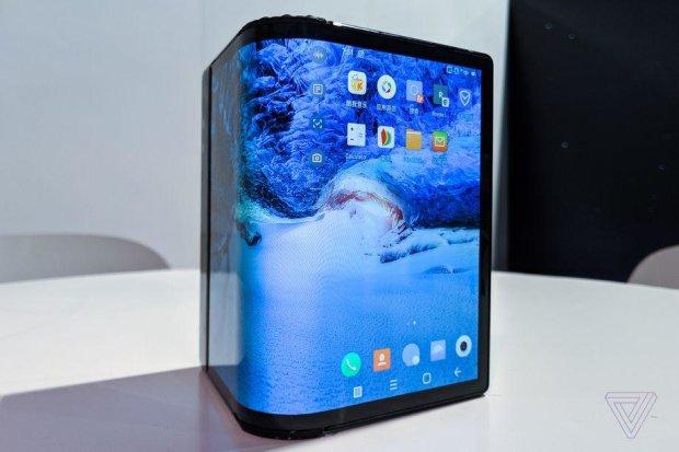 Sharp показала унікальний смартфон-розкладачку: фото