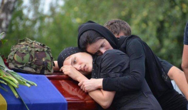 Родичі загиблих вояків домагаються допомоги через суд