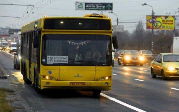 Жестокие разборки: в Киеве мотоциклист расстрелял водителя автобуса