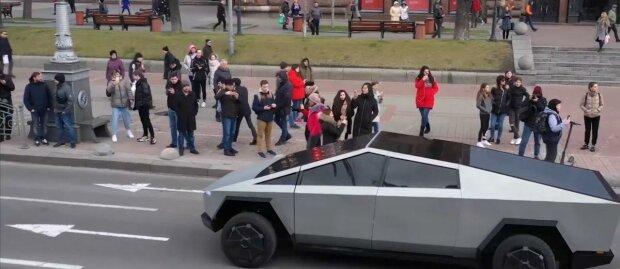 """В Одессе новая """"малышка"""" Маска попала под прицел камер – видео с Tesla Cyberrtuck слили в сеть"""