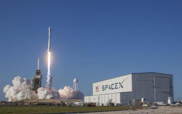 Б/у Falcon Heavy: Ілон Маск розмістив дивне оголошення