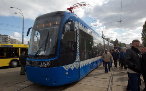 Киевляне ежедневно рискуют жизнью в трамваях