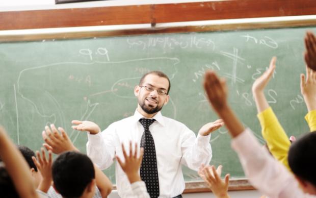 """Очередная подачка: украинским учителям пообещали насыпать """"золота"""""""