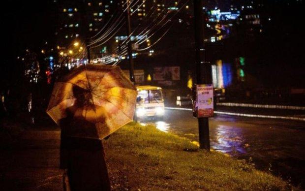 """Полуничка від чиновників: киянам подарували стенди з """"новими можливостями"""""""