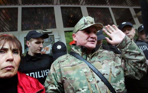 Справа командира ОУН: копи пішли на штурм активістів