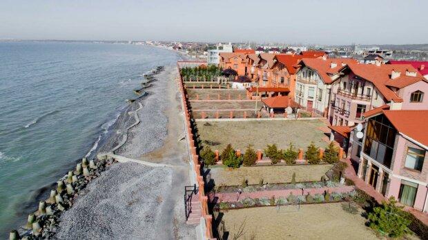 Забудови на березі моря - фото mzm.zp.ua