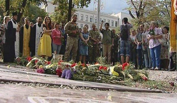 Пам'ятники героям Іловайська з'явилися на Алеї Небесної сотні