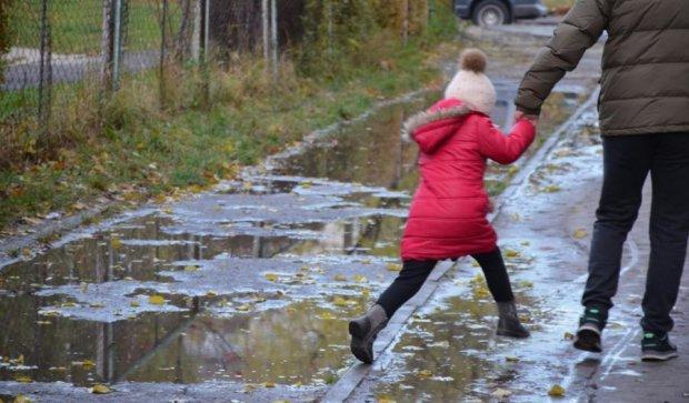 Київські вулиці залило річкою з нечистот