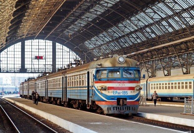 Час для подорожей: з Дніпра запустять додаткові поїзди у Одесу, Львів та Київ