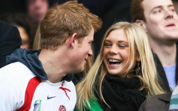 Не по-королівськи: принц Гаррі напередодні весілля обдзвонив колишніх