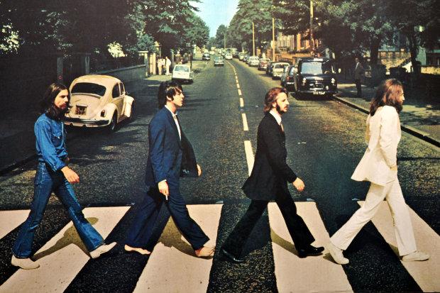 The Beatles выпустили новый альбом: мир аплодирует стоя