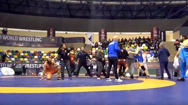 На соревнованиях по борьбе произошла массовая драка