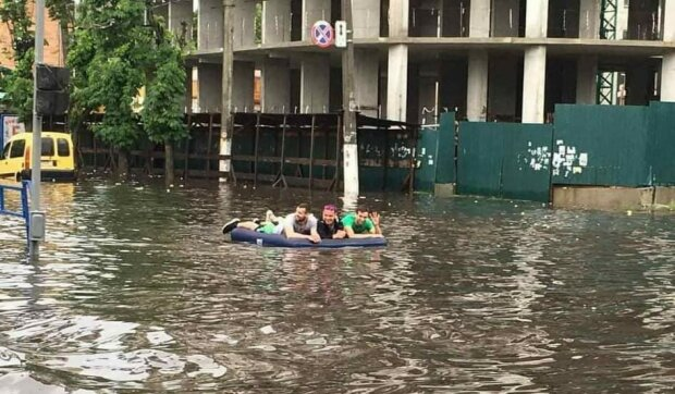 Затоплена вулиця / фото: Житомир Info