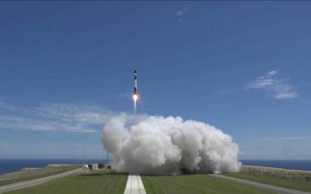Первая частная ракета открыла космический туризм: видео