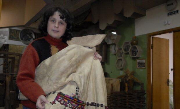 """У Тернополі """"відкопали"""" старовинний кожух, такі носили наші прапрадіди: 140 років історії"""