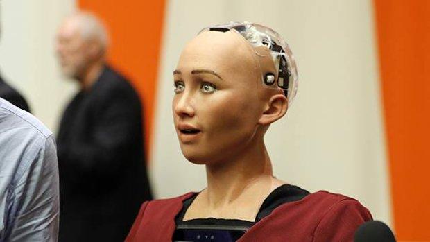 Робот София высказала Гройсману все, что думает об Украине