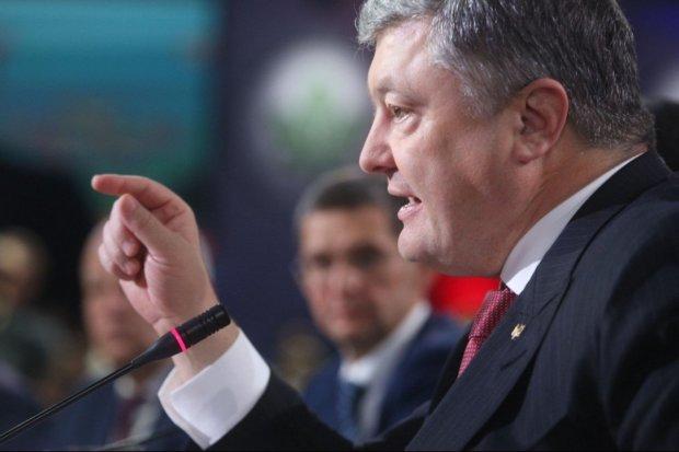 """""""Навіть Янукович так свого народу не боявся. Посадіть його вже в танк"""" - журналіст обурився вимогою Порошенка"""