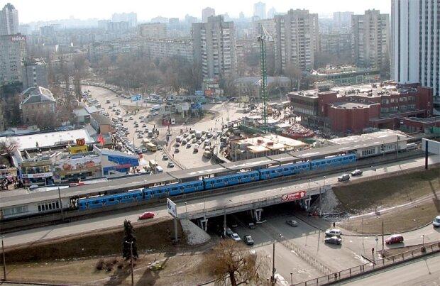"""В Киеве вслед за мостами """"устала"""" остановка, украинцы не сдержались: """"Карма Кличко"""""""
