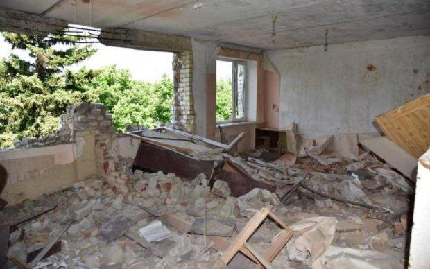 Черговий обстріл на Донбасі: бойовики атакували школу