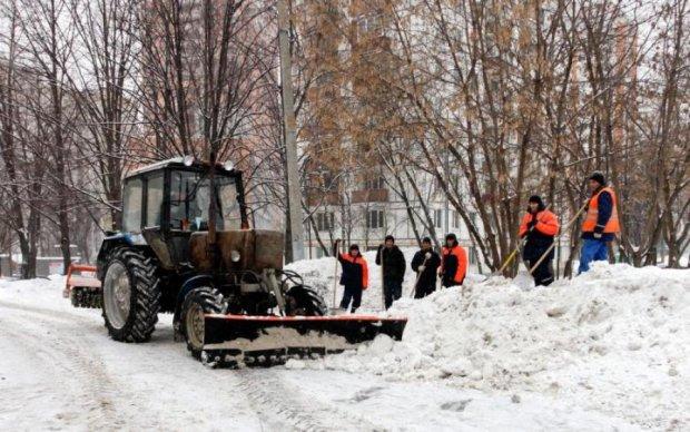 Вы удивитесь! Украинские рабочие нашли оригинальное применение снегу