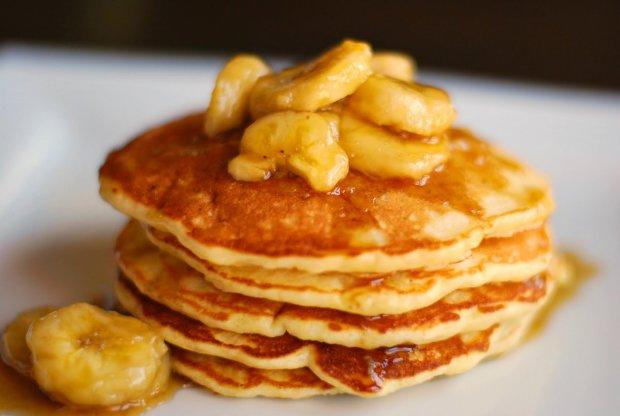 Рецепт идеального завтрака: банановые оладьи на молоке