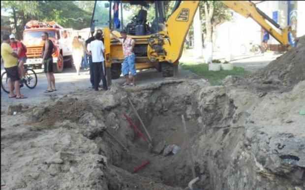В Борисполе людей заживо похоронили под землей: фото