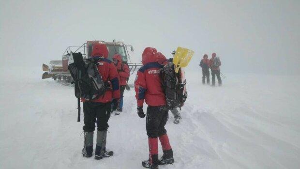 Карпати засипало снігом, рятувальники б'ють на сполох: чого не можна робити в горах навіть під страхом смерті