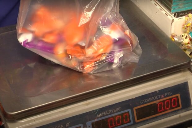 Госпотребслужба спасла детей от опасных конфет: вредные вещества превышали норму